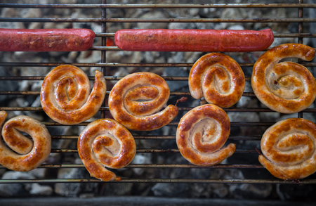 fast food: Grilling sausages on barbecue grill. Selective focus Foto de archivo