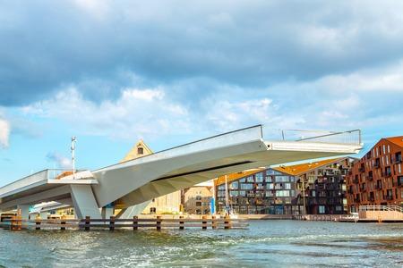 Pont-levis à Copenhague se bouchent. Pont-levis moderne dans le centre de Copenhague, près de la jetée de Nyhavn.