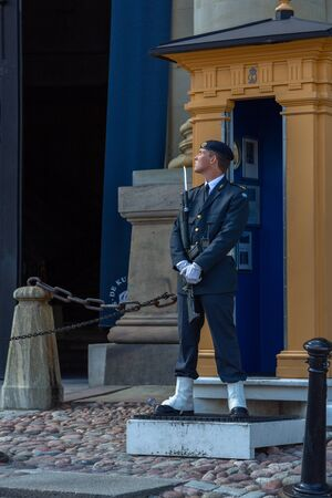 Stockholm, Sweden - June 2016: The royal guardsman on guard at the Swedish Royal Palace. Royal Guards, Main Guard at Palace is carried out by units of Swedish Armed Forces. 報道画像