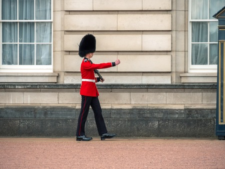 London, UK - April, 2019: Sentry on duty at Buckingham Palace. English guard patrolling in London. Solider of Buckingham palace, London England. 報道画像