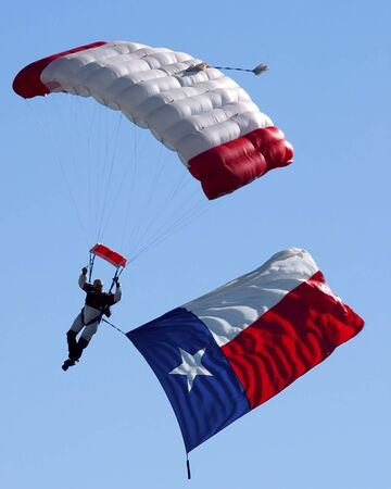 Texas flag and skydiver 版權商用圖片