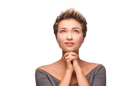 mujeres orando: Close up retrato de mujer hermosa joven rezando con el pelo de color cobre Foto de archivo