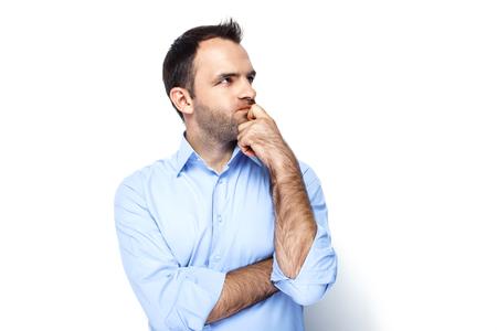 Foto divertente di uomo d'affari con la barba che indossa camicia. Imprenditore pensieroso guardando da parte. Isolato su sfondo bianco Archivio Fotografico - 46697250