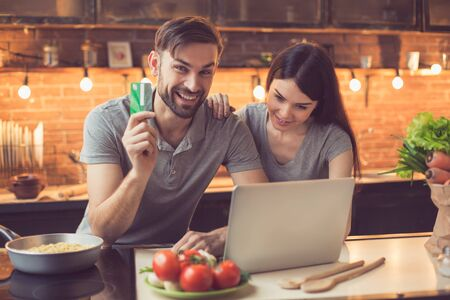 delivery room: Young couple ordering food online