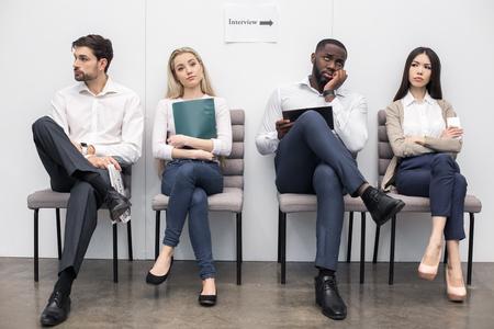 La gente que espera para la entrevista de trabajo Concepto Foto de archivo - 74640392