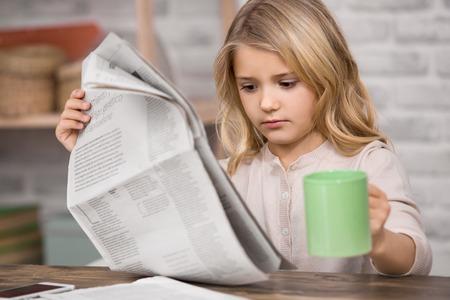 小さな女の子研究教育知識概念の学習