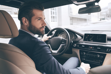 Young business man test drive new car Banque d'images