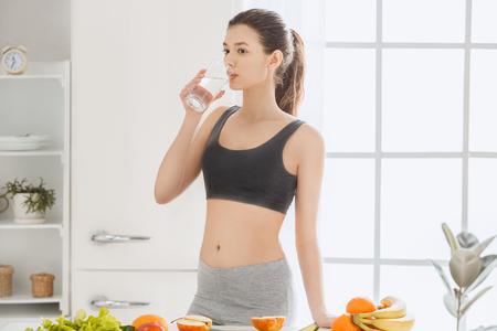 Jonge vrouw gewichtsverlies perfecte lichaamsvorm