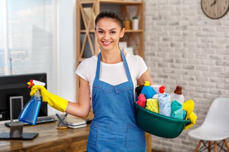 家のクリーニング サービスのためのコンセプト 写真素材