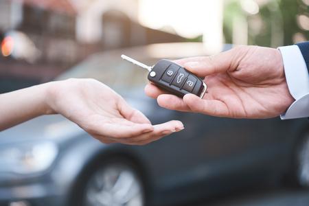 biznes samochodowy, sprzedaż samochodów, transport, ludzie i współwłasność