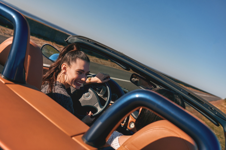 Two happy friends in the cabriolet driving everywhere and looking for freedom and fun Zdjęcie Seryjne