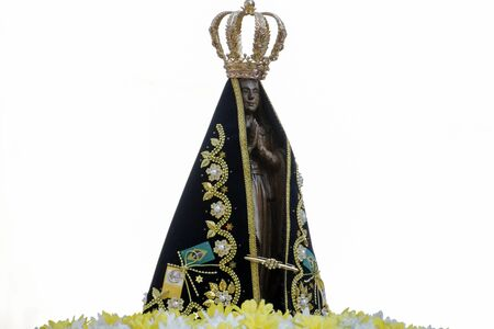 Statue of the image of Our Lady of Aparecida, mother of God in the Catholic religion, patroness of Brazil, decorated with flowers in open parade Banque d'images