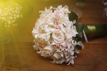 brides wedding flowers bouquet - wedding decoration Imagens - 137090067