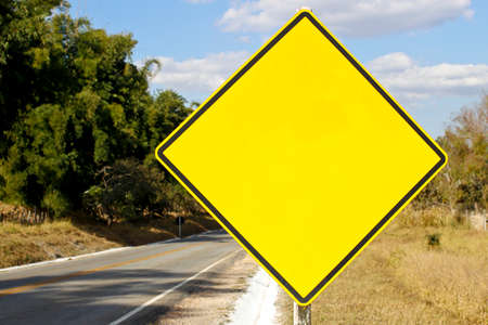 yellow blank traffic sign mockup with no alert indication Imagens