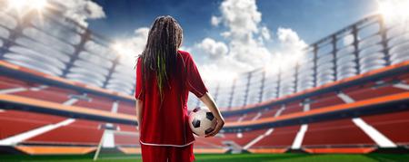 sexy young girls: Молодая сексуальная женщина игрок в футбольный стадион День