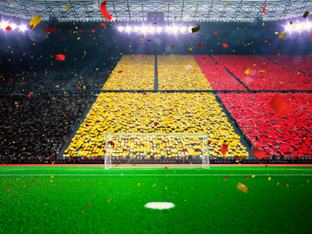 Flag België van fans.Evening stadion arena voetbalveld kampioenschapstitel. Confetti en klatergoud Blue Toning Stockfoto