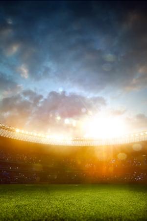 futbol soccer: Estadio de fútbol de la tarde arena fondo del campo de desenfoque Foto de archivo