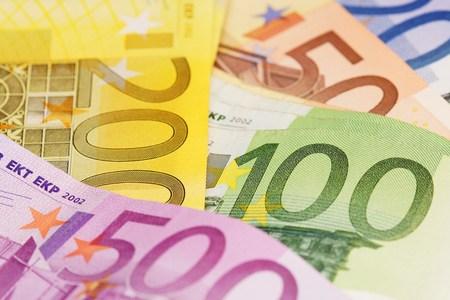 one hundred euro banknote: Dinero Foto de archivo