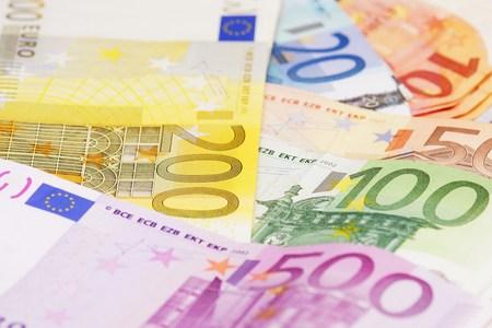 one hundred euro banknote: Money Stock Photo