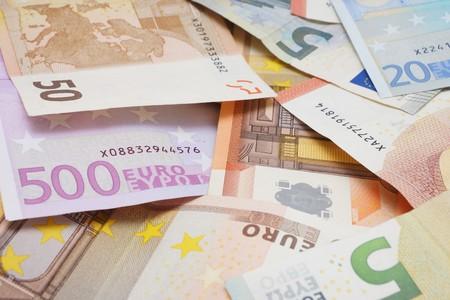dinero falso: Muchos diferentes billetes en euros
