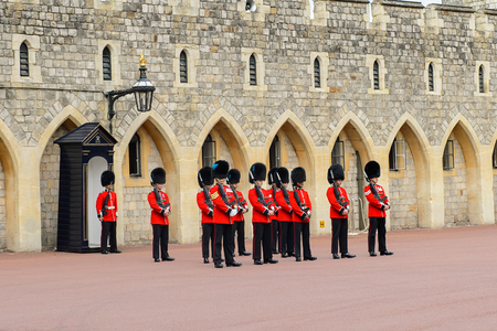 windsor: WINDSOR, GREAT BRITAIN - JULY 21, 2016: Change of guard at the Windsor Castle, Berkshire, England. Official Residence of Her Majesty The Queen Editorial