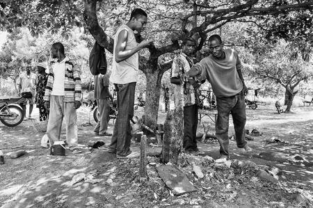 unicef: Porto-Novo, Benin - MAR 8, 2012: le persone non identificate del Benin. La gente del Benin soffrono di povertà a causa della difficile situazione economica.
