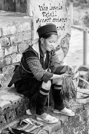sapa: SAPA, VIETMAN - SEP 22, 2014: Unidentified Hmong woman sells things in Sapa, Vietnam. Hmong is a minority ethnic group of Vietnam Editorial