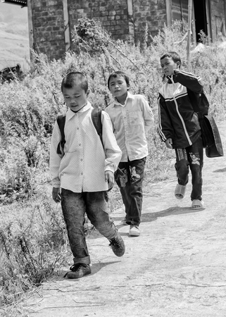 sapa: SAPA, VIETMAN - SEP 22, 2014: Unidentified Hmong children go to the local primary school in Sapa, Vietnam. Hmong is a minority ethnic group of Vietnam Editorial
