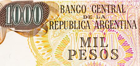 signo de pesos: 1000 argentina billete de banco pesos. peso argentino es la moneda nacional de Argentina