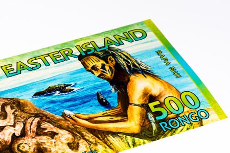 signo de pesos: 500 rongos tocho de la Isla de Pascua, igual a 1 dólar de EE.UU.