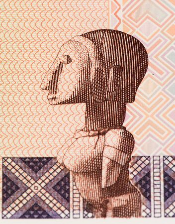 signo de pesos: 100 África Occidental nota francos banco de Guiné Bissau. Frans es la moneda nacional de Guiné Bissau