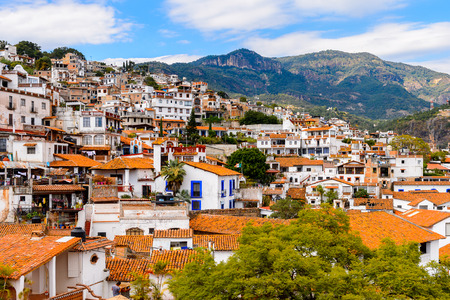 casa colonial: Panorama of Taxco, Mexico. The town is known because of its Silver products