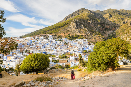 Panorama of Chefchaouen, Morocco. Town famous by the blue painted walls of the houses Standard-Bild - 91656847