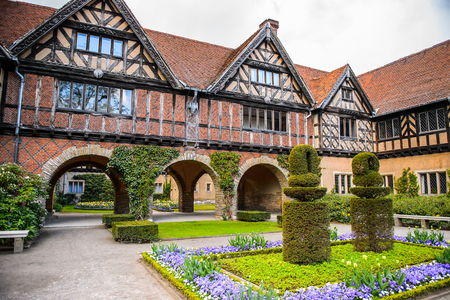 Courtyard of the Cecilienhof Palace, a palace in Potsdam, Brandenburg, Germany. 免版税图像