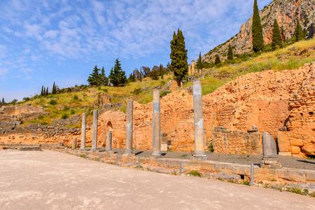 Kolommen in Delphi, een archeologische vindplaats in Griekenland, op de berg Parnassus.