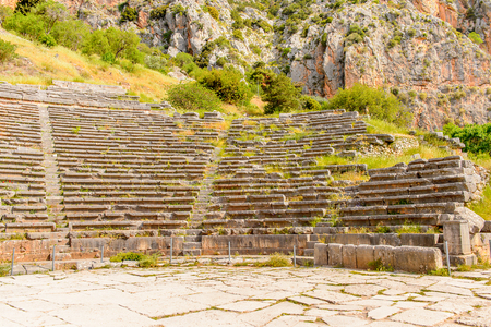 Amphitheater in Delphi, an archaeological site in Greece, at the Mount Parnassus. Delphi is famous by the oracle at the sanctuary dedicated to Apollo. Banque d'images
