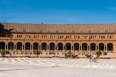 Part of the Central building at the Plaza de Espana in Seville, Andalusia, Spain. It's example of the Renaissance Revival style in Spanish architecture. 版權商用圖片 - 91726819
