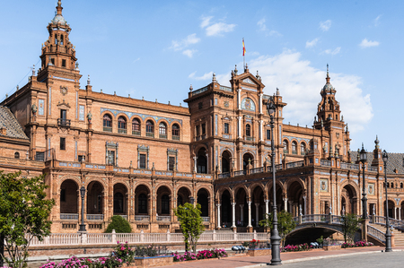 Central building at the Plaza de Espana in Seville, Andalusia, Spain. One of the most beautiful places in Seville 版權商用圖片 - 92003633