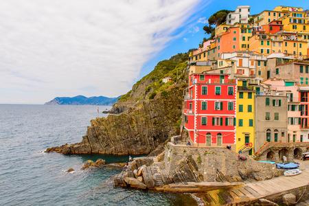 Beautiful view of Riomaggiore (Rimazuu), a village in province of La Spezia, Liguria, Italy. It's one of the lands of Cinque Terre 免版税图像