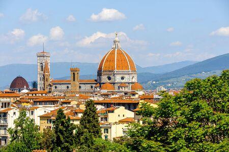 투 스 카 니, 피렌체, 이태리에서에서 산타 마리아 델 Fiore의 성당. 미켈란젤로 광장에서의 전망 스톡 콘텐츠 - 92150871