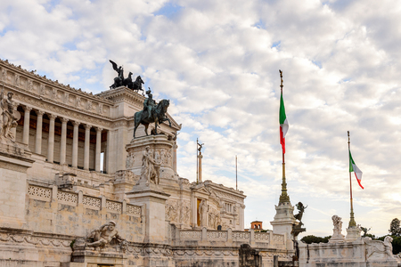 Evening view of The Altare della Patria or Il Vittoriano , a monument built in honour of Victor Emmanuel, the first king of a unified Italy, Rome. 版權商用圖片 - 91754691