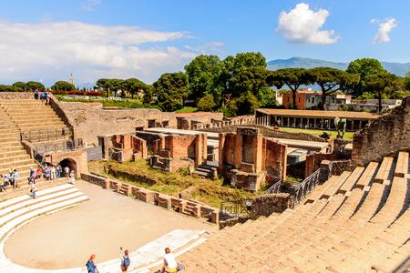 RUins de Pompeia, uma antiga cidade romana destruída pelo vulcão Vesúvio. Foto de archivo - 91736751
