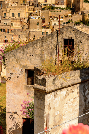 Houses in Matera, Puglia, Italy. The Sassi and the Park of the Rupestrian Churches of Matera. Foto de archivo