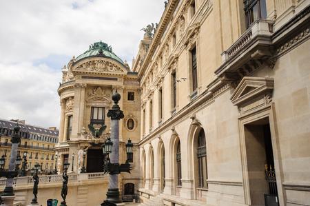 Opéra Garnier, un opéra à Paris, en France. Il a 1979 sièges et il a été construit par l'architecte Charles Garnier Banque d'images - 91925157