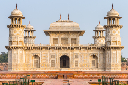 Itmad-Ud-Daulah Mausoleum (Jewel Box or the Baby Taj) in Agra, Uttar Pradesh, India. It was referred as a draft for Taj Mahal Standard-Bild
