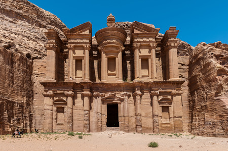 Kloster (Al Dayr) in Petra, Jordanien Standard-Bild - 92169265