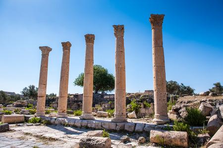 古代都市ガダラのコロン、現代ヨルダン 写真素材 - 92288115