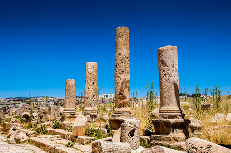 Columns of the cardo maximus, Ancient Roman city of Gerasa of Antiquity , modern Jerash, Jordan Standard-Bild