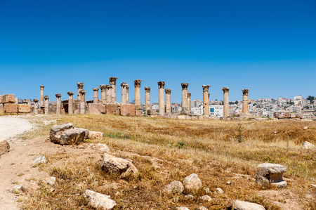 Colonnade of the Ancient Roman city of Gerasa of Antiquity , modern Jerash, Jordan Standard-Bild