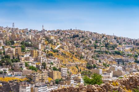 Architektur von Amman, der Hauptstadt und der größten Stadt von Jordanien Standard-Bild - 92290993